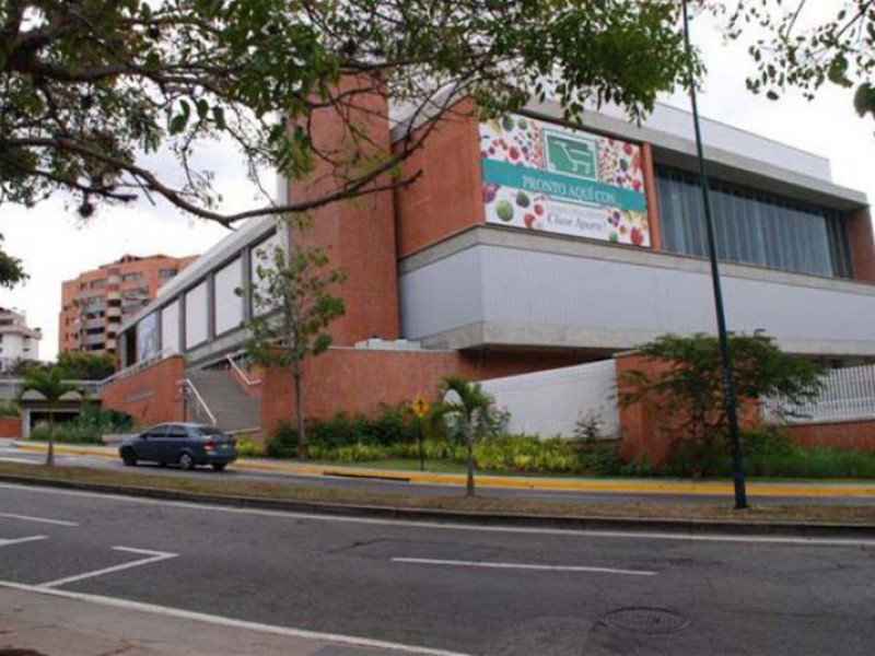 2001 Valle Arriba Market Center